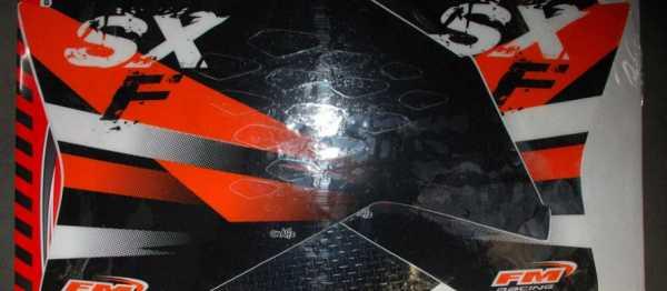 Kit déco FMRACING KTM SXF 07-10. Crédits : ©EMX