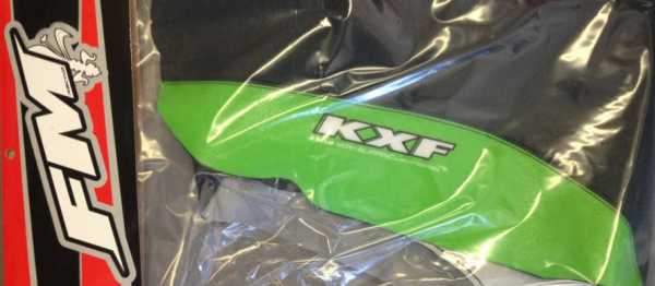 Housse de selle FM RACING KAWASAKI KXF 250 09-12 KXF 450 09-11. Crédits : ©EMX