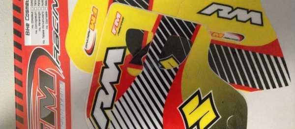 Kit déco FM RACING RM 80 96-00. Crédits : ©accessoires-moto-enduro-cross.fr 2015