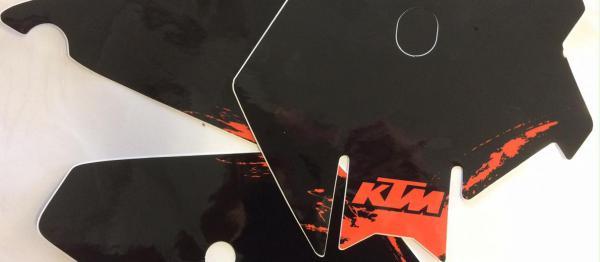 FONDS DE PLAQUES KTM SX 85 06-12. Crédits : ©accessoires-moto-enduro-cross.fr 2018