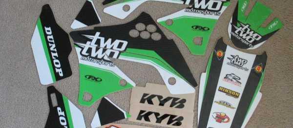 Kit déco FX TWO TWO MOTORSPORT KAWASAKI KXF 250 09-12. Crédits : ©accessoires-moto-enduro-cross.fr 2015